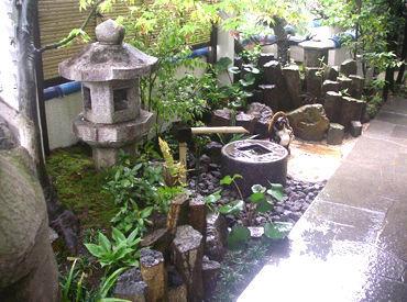 【造園Staff】豊かな自然に囲まれて心もリフレッシュ♪花や木を植えたり、レンガを積んだりetc..個人宅や企業の庭、街路樹などの空間作り◎