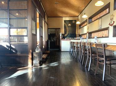 """日本家屋っぽい和""""の造りが特徴◎ 多摩川が流れるのどかな景色に囲まれたお店… 落ち着いた雰囲気でお仕事できますよ♪"""