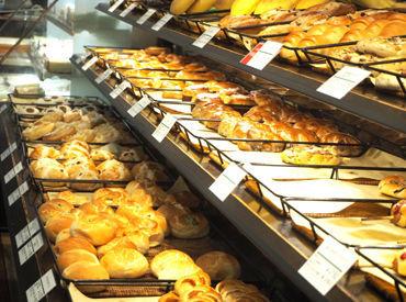 【ベーカリーSTAFF】スーパーの中のパンコーナー♪*20~50代のスタッフさん活躍中!未経験の方も大歓迎♪<履歴書不要★WEB登録OK>