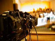 平均年齢30代前半の若い会社です。フリーのカメラマンさんと関わる機会もあり、技術を基礎から学びたい方にもオススメです★