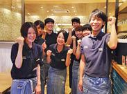 元気な店長と優しい仲間があなたを待っています(*^-^*)/ みんなとっても仲良しで、和気あいあい楽しく働けますよ★
