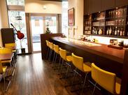 ↑【写真:月島カフェ】 オシャレな店内*お店は広すぎないので、お客様との距離も近いです!