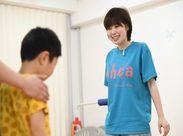 体を動かしながら楽しくお子様の成長をサポートしていきます。 子どももスタッフもたくさんの笑顔が溢れています!