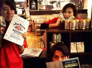 ポロシャツにキャップ⇒カジュかわ☆彡 髪色・髪型やピアス・ネイルなどオシャレも自由⇒SNS映えする店内とマッチ♪