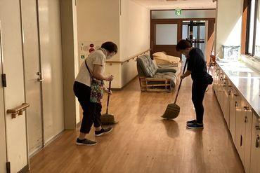未経験の方も、イチから丁寧にお教えしますので安心してくださいね◎ 施設内の掃き掃除や整理整頓など、難しいことは一切なし!