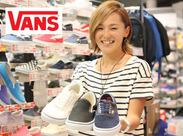 靴の知識や販売経験がなくても大丈夫◎一から全てお教えします♪周囲のスタッフがしっかりサポート★初めての方も安心!