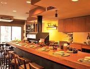 カウンター10席/テーブル3つの当店!お客さんが一度に見渡せる広さなので「お料理どこの席だっけ…!?」と迷いません♪