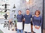真ん中の笑顔が素敵な方がオーナーの稲垣さん!アメリカのオレンジカウンティで飲食の道に入り、その後も修行を重ね2016年に開店