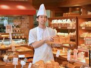 """■社割あり 店内には焼きたてのパンがたくさん◎いい香りで溢れています♪ お仕事を頑張ったら…自慢のパンをお得に""""ぱくっ""""!"""