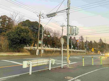 <交差点前の店舗> 印西市立 平賀小学校のすぐそば!! いつも通っているコンビニで 今度は働いてみませんか…⁇