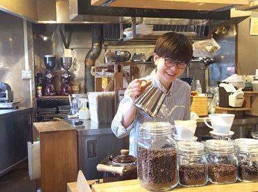 厳選した40種類以上の珈琲豆から選んでいただき、その場で焙煎して珈琲をお届け♪お客様の喜ぶ顔が私たちのやりがいです!