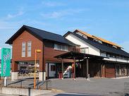 <土日は完全休みのサービスセンター> 大矢知駅から徒歩通勤で通えます◎ スタッフ用の駐車場も完備!ご自由にお使いください♪