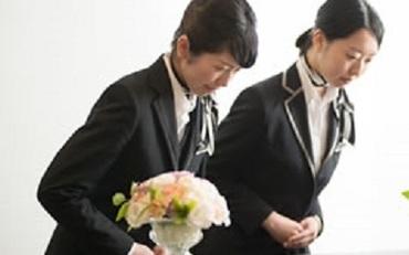 【葬祭専門職員】普通自動車免許があればOK!働きながら学べる、ワンランク上のお仕事。社員旅行や保養施設など、待遇も整っています!