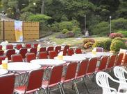 庭園の隣に設置したビアガーデンスペース! 優雅に仕事しましょう♪ 学生さんも主婦(夫)さんも中高年の方もお待ちしております!