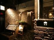 落ち着いた木造デザインで温かみのある店内が自慢です★オシャレなレストランで活躍してみませんか?嬉しい駅チカ◎