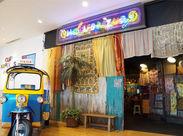 """【昼でも""""アジアの夜市""""みたい!?】 入口にはタイで有名な『トゥクトゥク』が★一歩足を踏み入れれば…まるでアジア旅行!"""