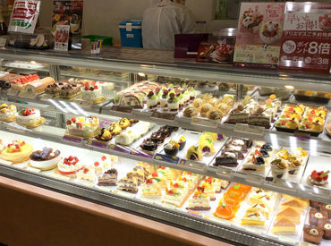 未経験の方でも大歓迎♪お菓子を売り場に並べるなど、カンタンなことから始めましょう◎