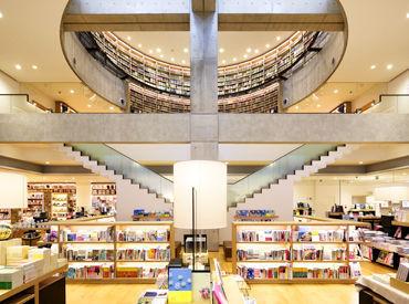 【図書館STAFF】蔦屋書店とスターバックスコーヒーが併設された新しいスタイルの図書館で働いてみませんか。