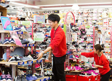 地域最大級の商品数が人気のヒミツ! きっと、あなたのお気に入りの一足も見つかりますよ◎