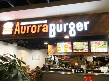 【ホール】★学生~フリーター歓迎★牛肉100%のパティともちもちバンズを使用したハンバーガーが売りの人気店♪絶品!!まかないあり◎