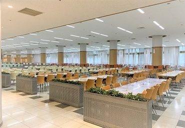 食堂内は開放的な広々とした空間♪ 学生さんや教職員の方をはじめとしてたさまざまなお客様にご来店いただいております!