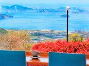 瀬戸内海と瀬戸大橋を一望できる立地はお客様にも大好評♪ 変わりゆく四季の瀬戸内海の景色を感じながら、働くことができます。