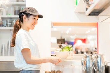 【店舗STAFF】\女性に人気★フォー専門店/まさにSNS映え…?ボタニカルなデザイナーズレストラン。:+*ゆるく、おしゃれに、働けます◎