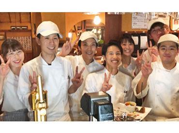 フルオープンキッチンで キッチンとホールの皆が仲良し! 協力しながら楽しく働ける★ まかないでピザやパスタ♪