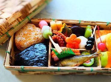スーパーに並ぶお寿司などの具材を乗せるダケ! 食品工場なので 衛生面に気を遣っています◎