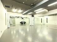 駅チカのきれいなダンススタジオです。男女スタッフ共に活躍中!明るく元気な対応ができる方歓迎します!