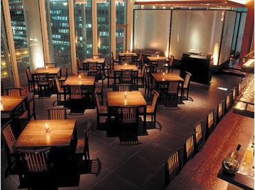 夜景を一望できる店内*お客さまはもちろんスタッフにも気持ちよく過ごしてもらえるよう、空間作りにもこだわっています♪