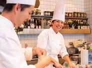有名人も多数ご来店します!!ライブ感溢れるオープンキッチン♪幅広い年代のスタッフが活躍中★アットホームな雰囲気が自慢☆