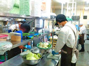 ○●料理が苦手な方もOK●○ 未経験/ブランク、大歓迎♪はじめは、混ぜたり・分けたり・盛り込んだりと、簡単な作業から♪