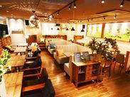 間接照明を使用した店内、こだわりのインテリアetc.思わず友達に自慢したくなるほどのオシャレさ☆飲食経験者歓迎!