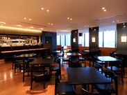 ゲートタワー12階、シックなオープンキッチンで、厳選素材を使った信州料理を提供しています!