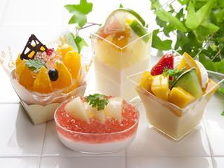 【調理】★高級フルーツを豊富に使ったデザートが人気のフルーツパーラーで調理・調理補助♪ゆったりくつろげるお店です★