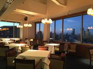 昼と夜とでは、まったく違う表情を見せるレストラン。 15階から見える世界に、気分もアガります♪