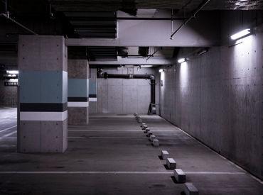 <20~40代が活躍中> 北新地のホテル内駐車場でのお仕事! ほとんどのスタッフが未経験から始めています★ ※写真はイメージ