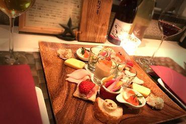 〈ワインに合うお料理がたくさん〉 ワインをはじめいろいろなお酒もあるので どの料理に合うかなど、自然と詳しくなれます♪
