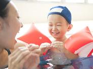 『せんせ~、みてみて!できたよ~!』 そんな子供たちの笑顔に思わず癒されちゃう★ アットホームなスイミングスクールです♪