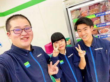 左が店長★優しくて面白いから、 スタッフの人気者なんです!!♪ 初バイト/復活パートも歓迎! 穏やかなお店で安心して働けます*