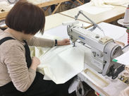 """まっすぐひかれた線をそのまま縫うだけのシンプルワーク。""""わた""""が入る前のもので縫いやすいのもポイントです◎"""