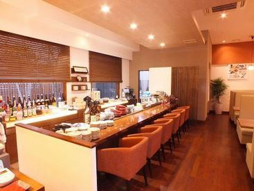 和風モダンな雰囲気の、ぬくもりある店内。 有機野菜や新鮮な魚にこだわった料理が 美味しいと評判◆*