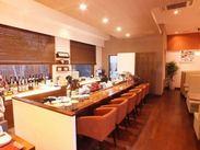 和風モダンな雰囲気の、ぬくもりある店内。 有機野菜や新鮮な魚にこだわった料理が美味しいと評判◆*