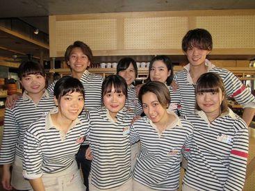 【Cafe&Bar staff】~ [会話が楽しい]×[主体的に働ける] ~★★ウッドテイストの店内!まるでcafe★★ワイン・料理セミナーもあるレアバイト♪