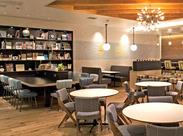 """ルミネ大宮2F。白を基調にしたデザイン性の高い""""WIRED CAFE""""でスタッフ大募集!"""