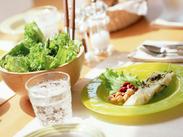 自分のつくった給食を、子どもたちが美味しそうに 食べてくれる姿を間近に見ることができるのも、 小学校給食調理の醍醐味です♪
