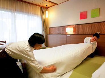 ベッドシーツを変えたり、アメニティを補充したり… 難しい作業ではありません◎ 自宅でのお掃除スキルが上がるかも♪