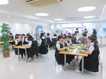 広々と開放的な学生食堂★ 生徒さんたちに美味しい食事をお届け♪