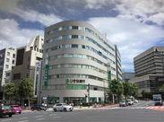 オフィスは地下鉄・九段下駅から地上に出て歩いてすぐのビルにあります。